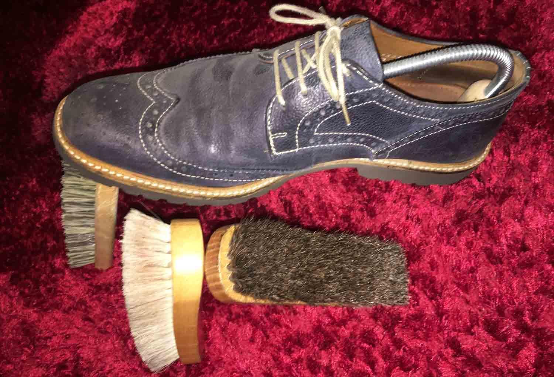 f4a1d870d1805 Wie Schuhe richtig putzen  Antworten dazu im Ratgeber für Schuhe bei  schuhplus - Schuhe in