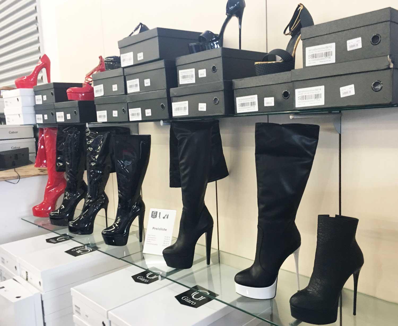 Frauen in Schuhe für Übergröße sexy